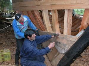 Construyendo La Peregrina. Jaime Gallardo y Percy Mautor